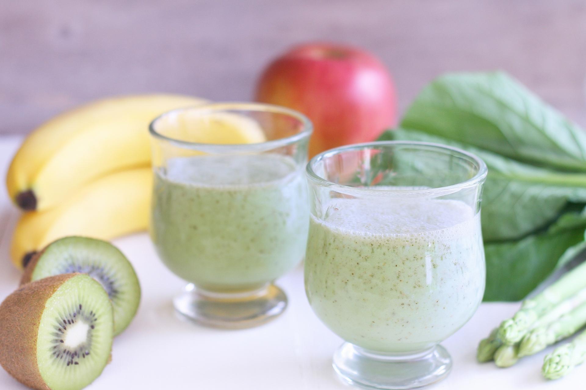 野菜ジュースと果物